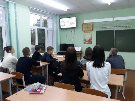 """24 сентября   в 8 В классе  прошел классный  час в рамках проекта  ШАГ """"Гордость за Беларусь. Образование  во имя будущего  страны """""""